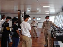 グラブ浚渫船「海響」を見学