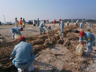 三池海水浴場清掃活動に参加致しました。