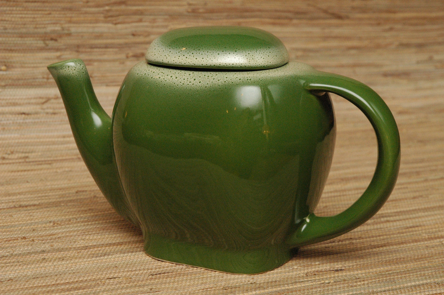 Tamac teapot in frosty pine