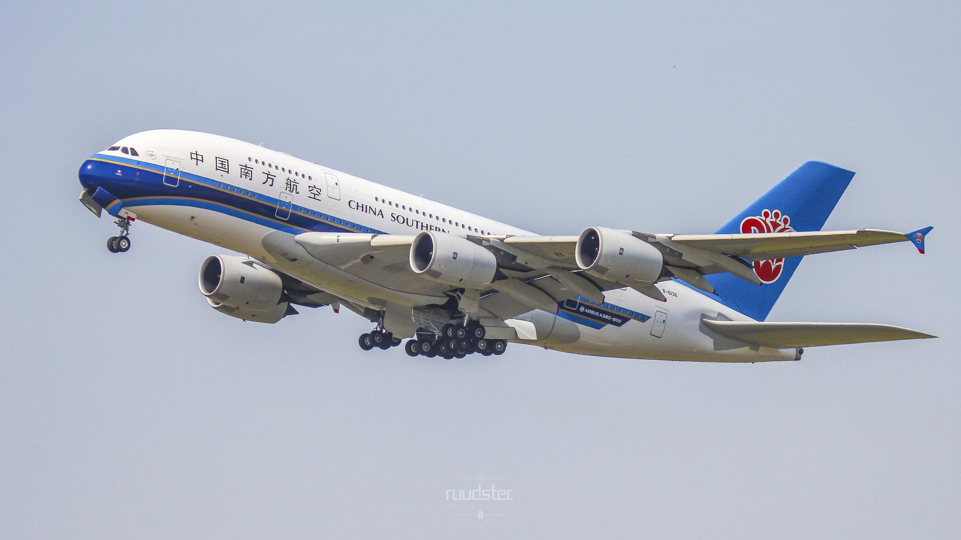 B-6136 | Build: 2011 - Airbus A380-800