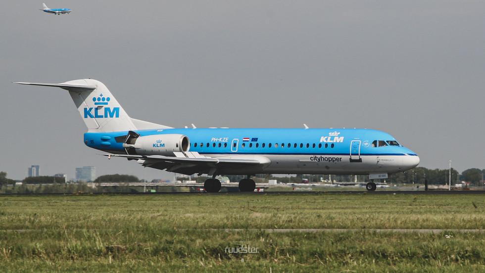 PH-KZE   Build: 1996 - Fokker F28-0070