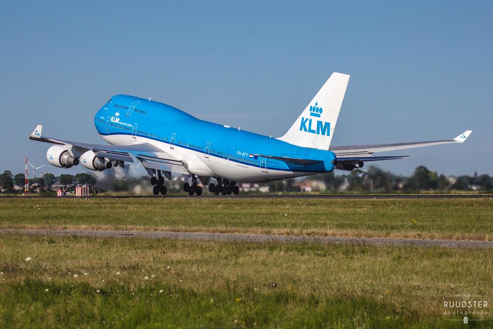 PH-BFY   Build: 2002 - Boeing 747-406M