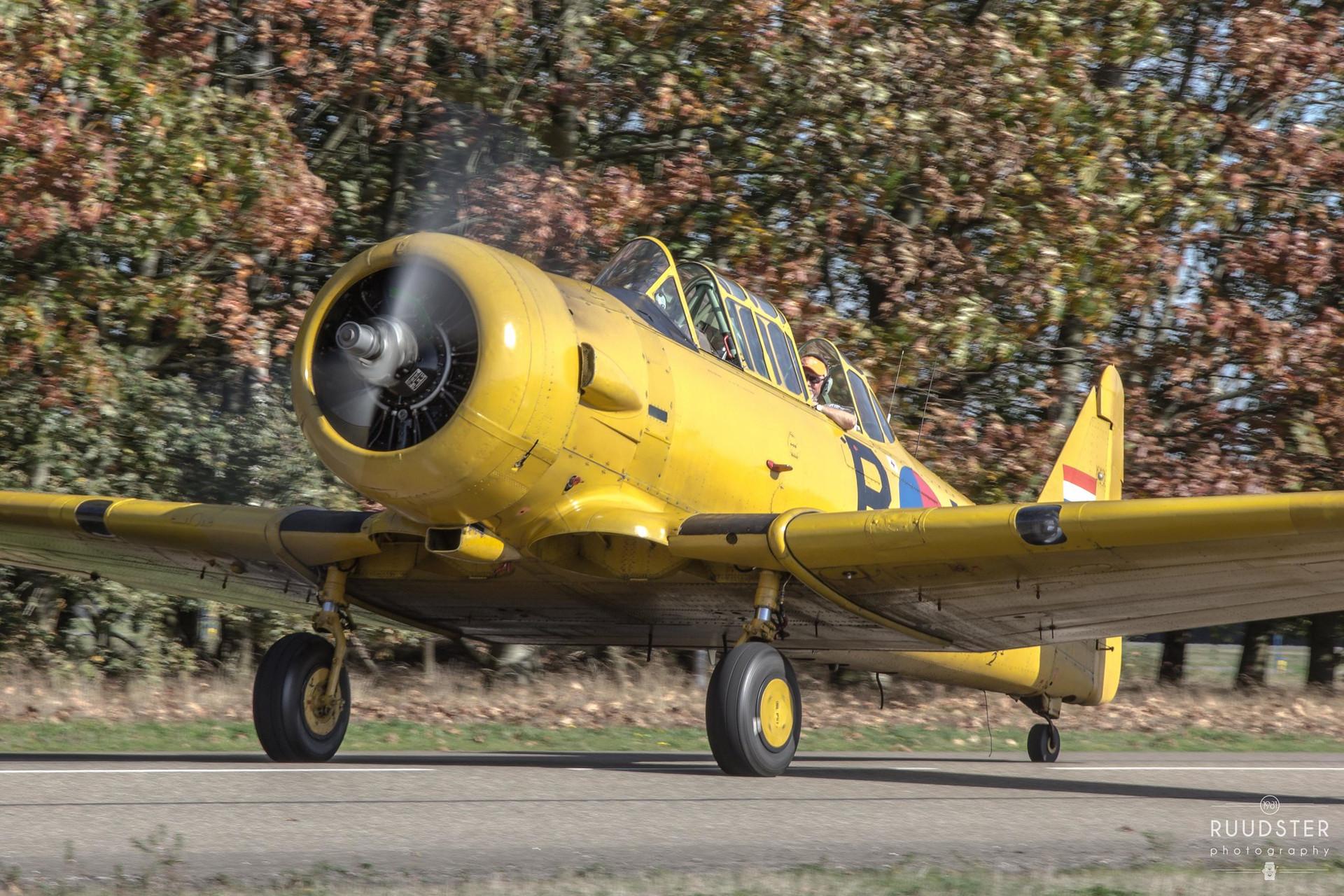 B-118   Build: 1943 - North American Harvard IIb