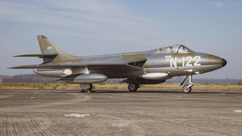N-122 | Build: 1956 - Hawker Hunter F.Mk.4
