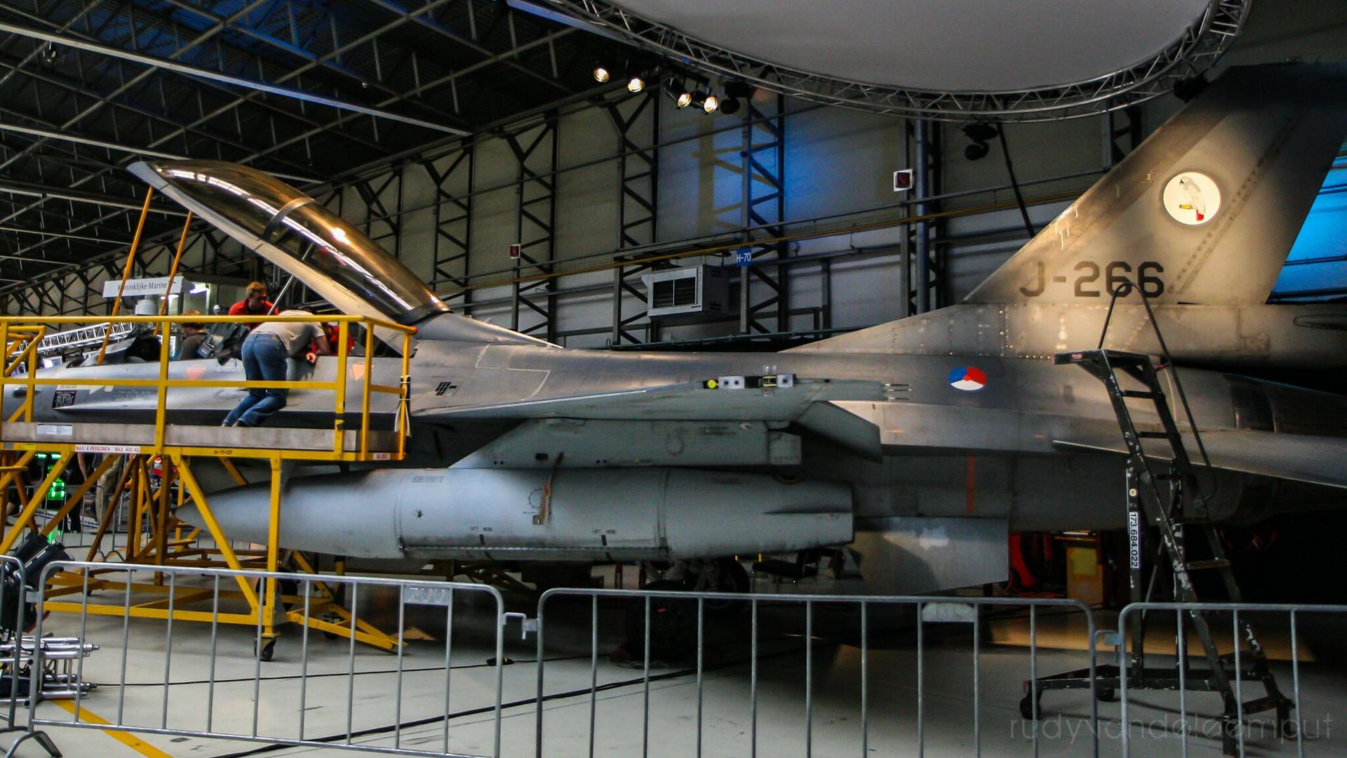J-266   Build: 1981 - General Dynamics F-16 B Fighting Falcon