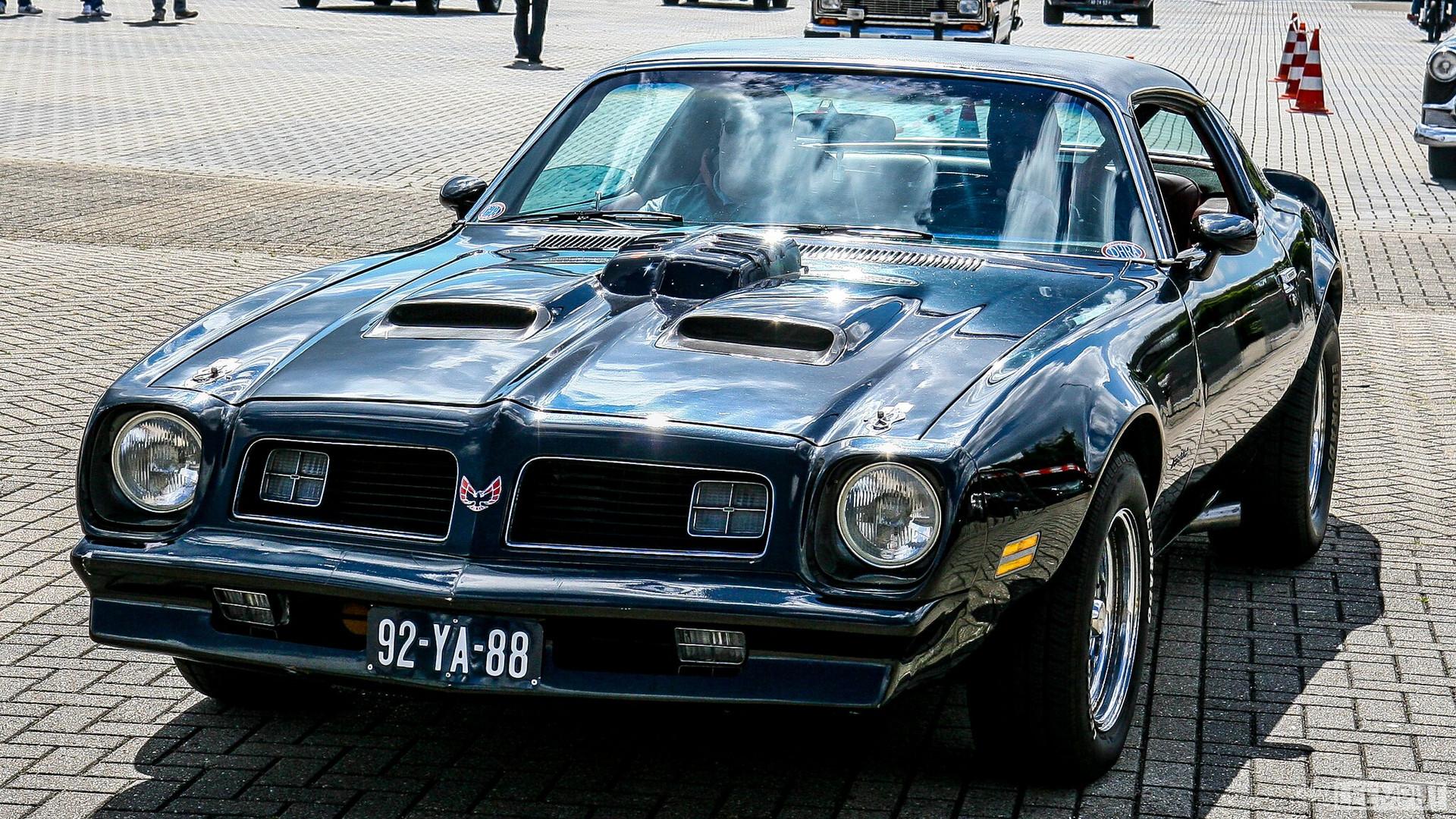1976 | 92-YA-88 | Pontiac Firebird Formula 400