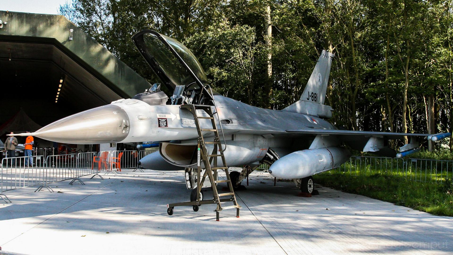 J-881   Build: 1985 - Lockheed Martin F-16 A Fighting Falcon