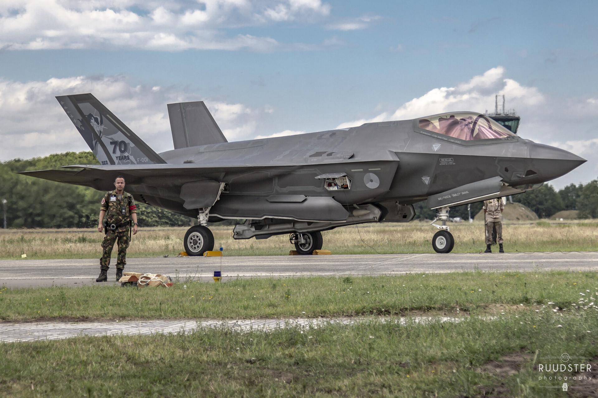 F-001   Build: .... - Lockheed Martin F35 Lightning II