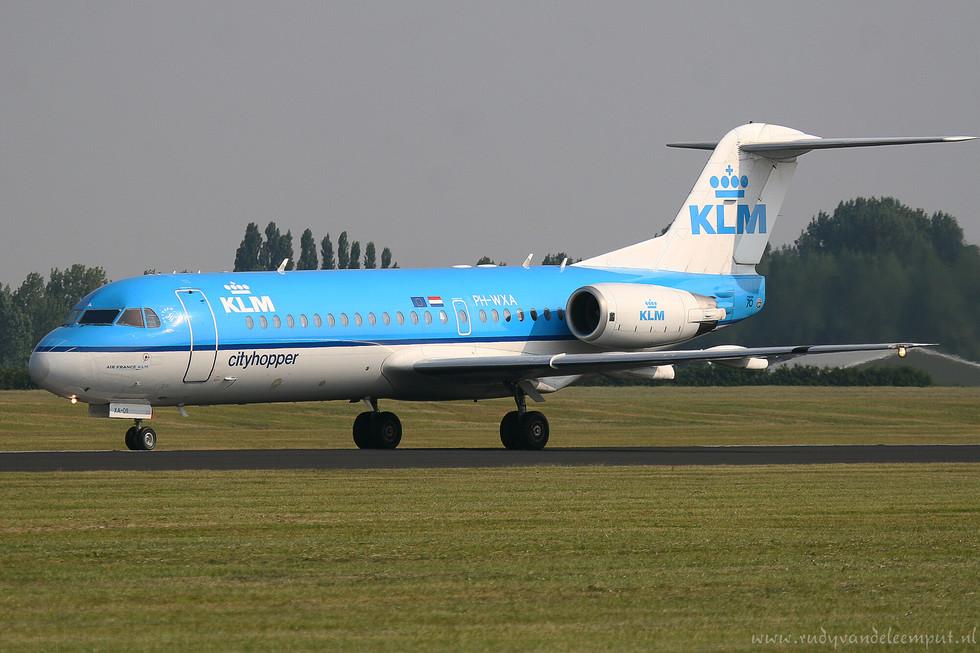 PH-WXA   Build: 1996 - Fokker F28-0070