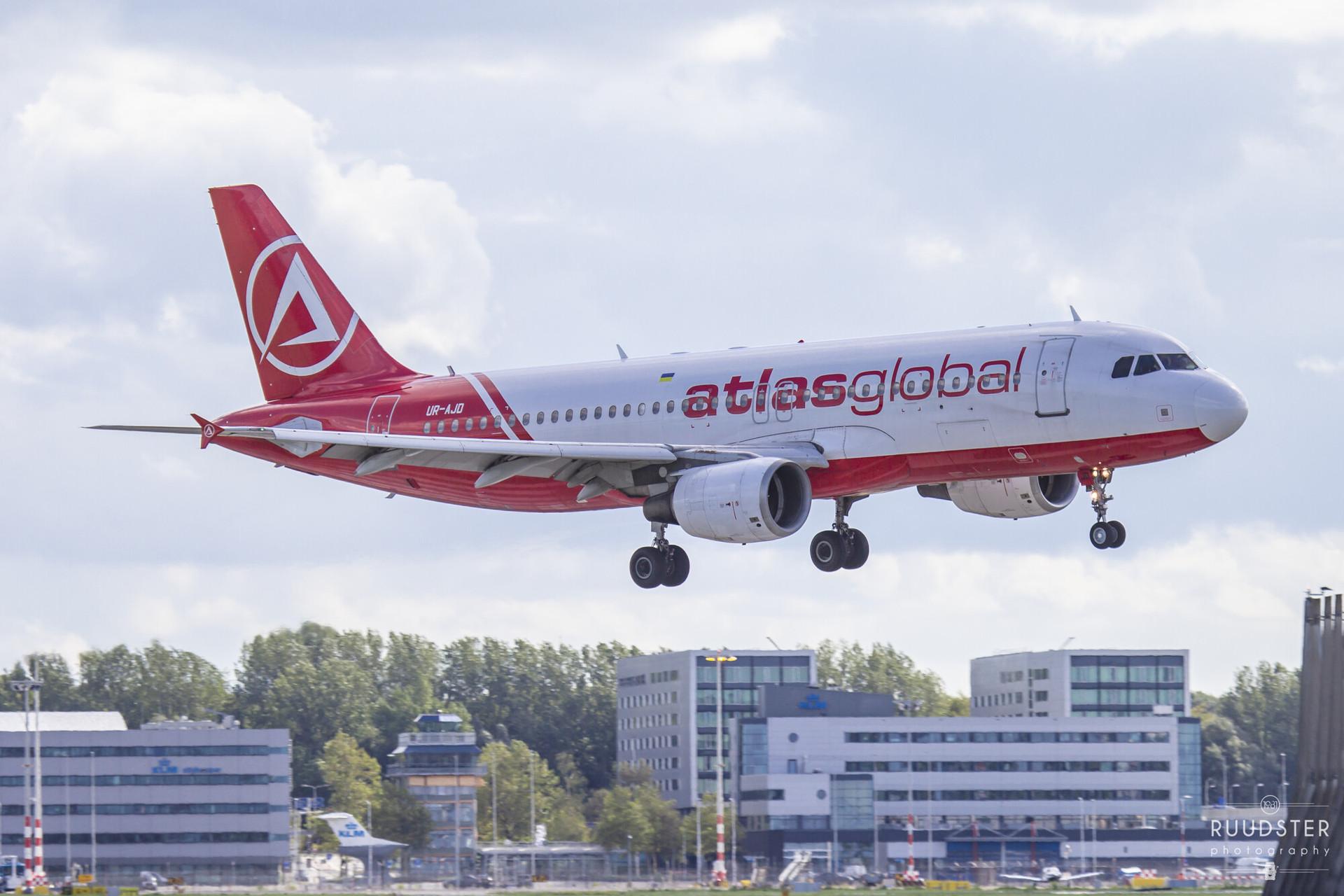 UR-AJD   Build: 2000 - Airbus A320-214