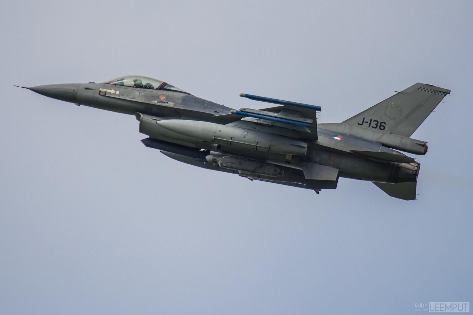 J-136   Build: 1987 - Lockheed F-16 A Fighting Falcon