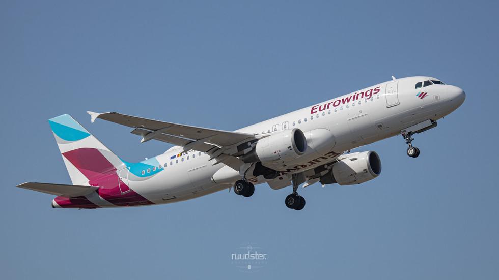 OO-SNN   Build: 2010 - Airbus A320-214