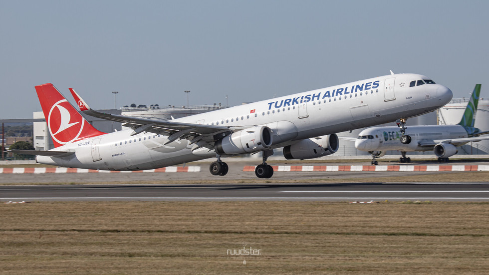 TC-JSV | Build: 2015 - Airbus A321-231
