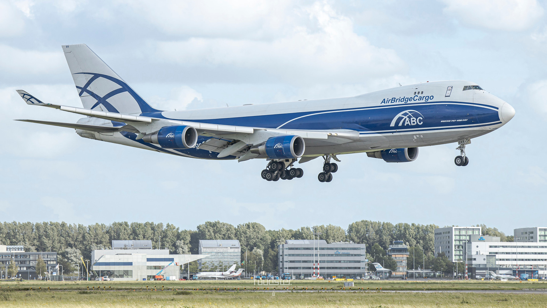 VQ-BWW   Build: 2007 - Boeing 747-406ERF