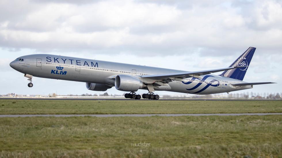 PH-BVD   Build: 2009 - Boeing 777-306ER