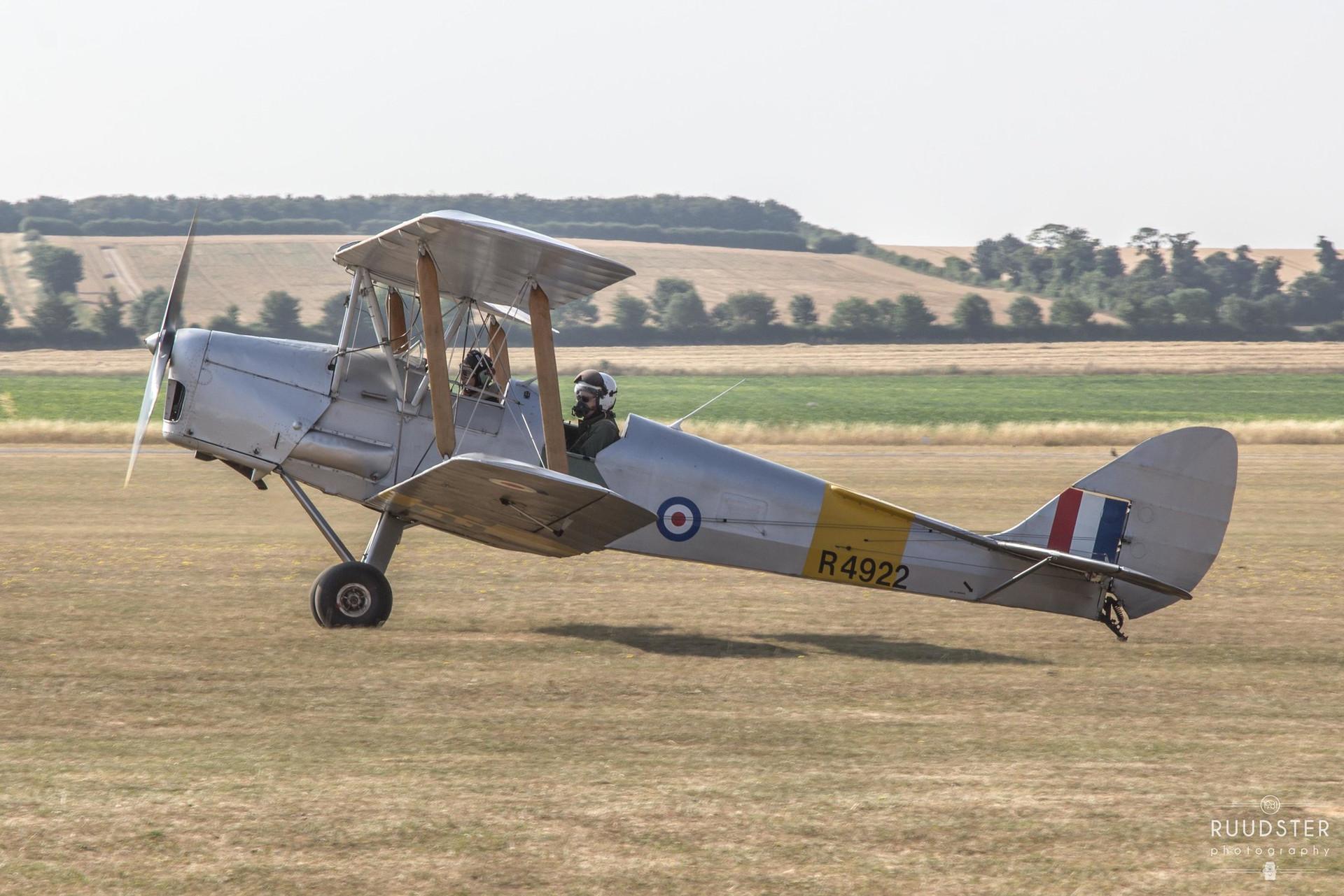R4922 / G-APAO   Build: 1940 - De Havilland DH.82A 'Tiger Moth'