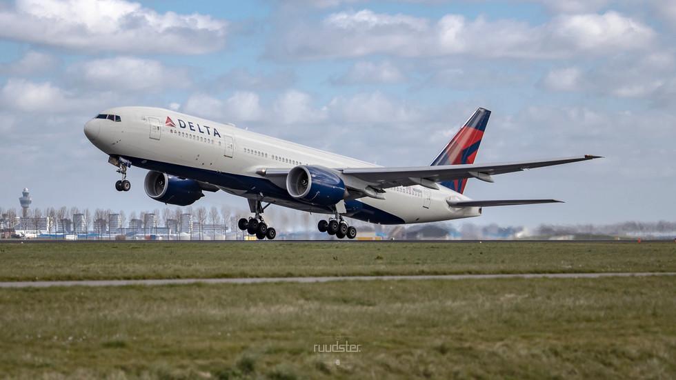 N866DA | Build: 2000 - Boeing 777-200