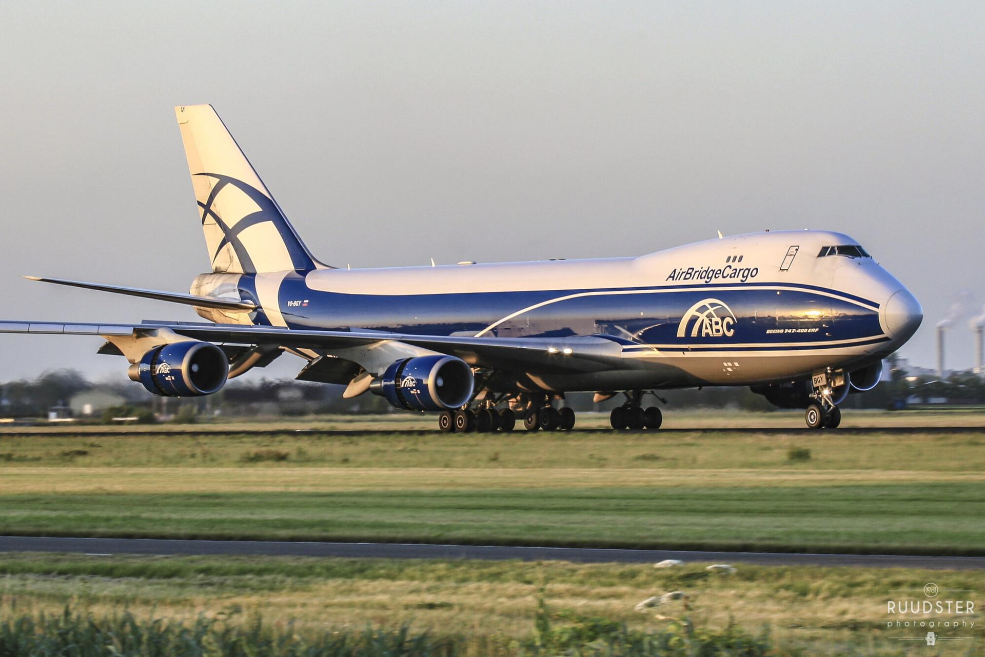 VQ-BGY   Build: 2010 - Boeing 747-428F
