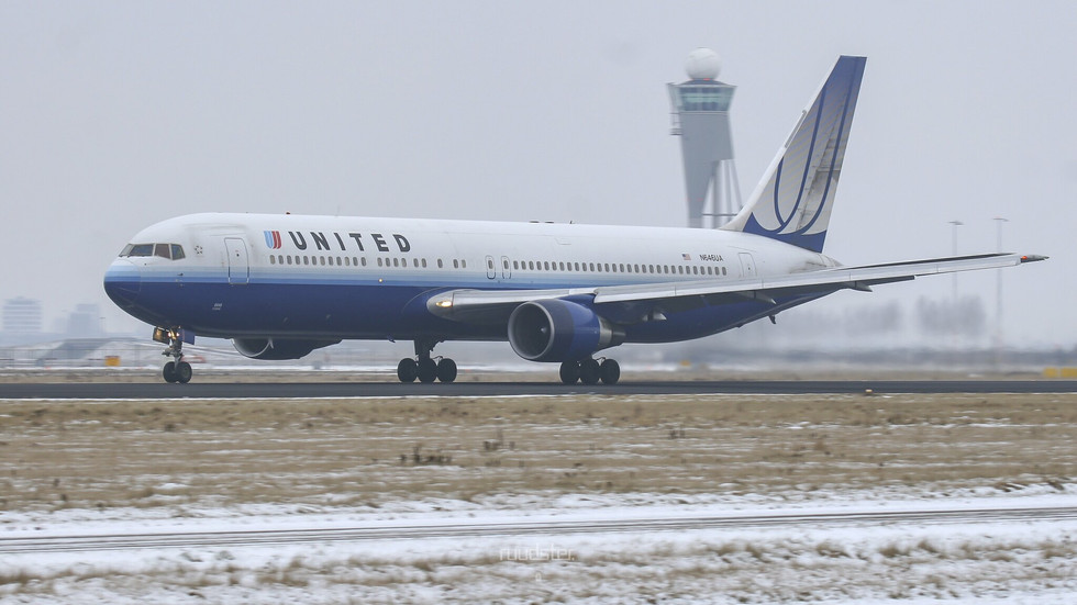 1992   N646UA   Build: 1992 - Boeing 767-322