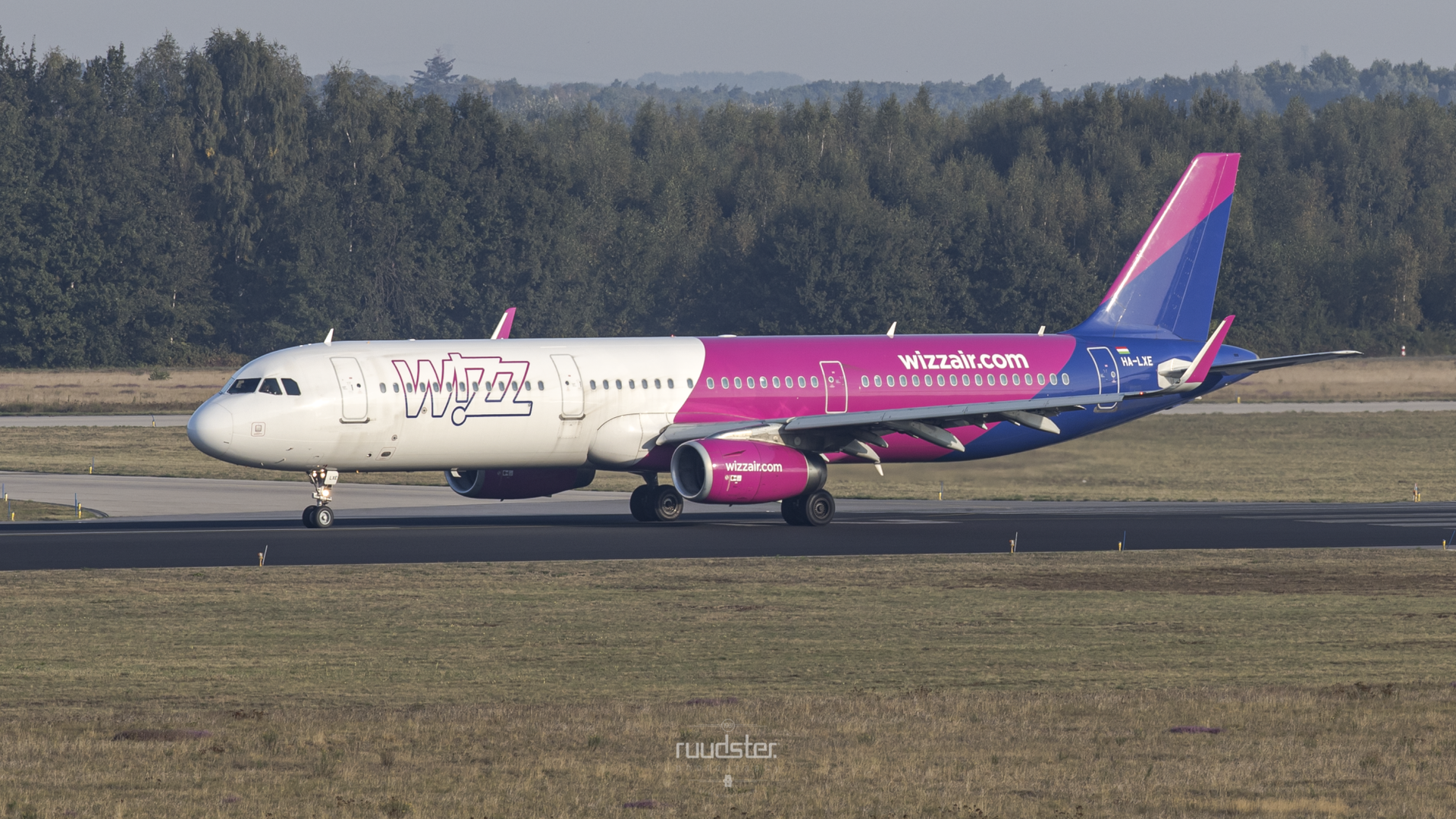 2016 | HA-LXE | Airbus A321-231