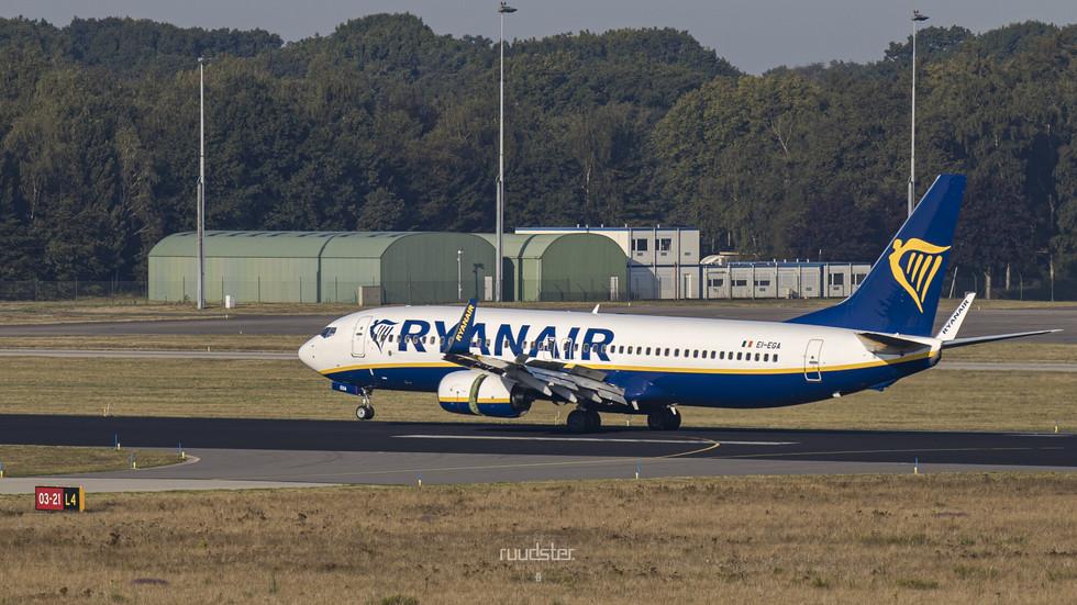 EI-EGA   Build: 2009 - Boeing 737-8AS