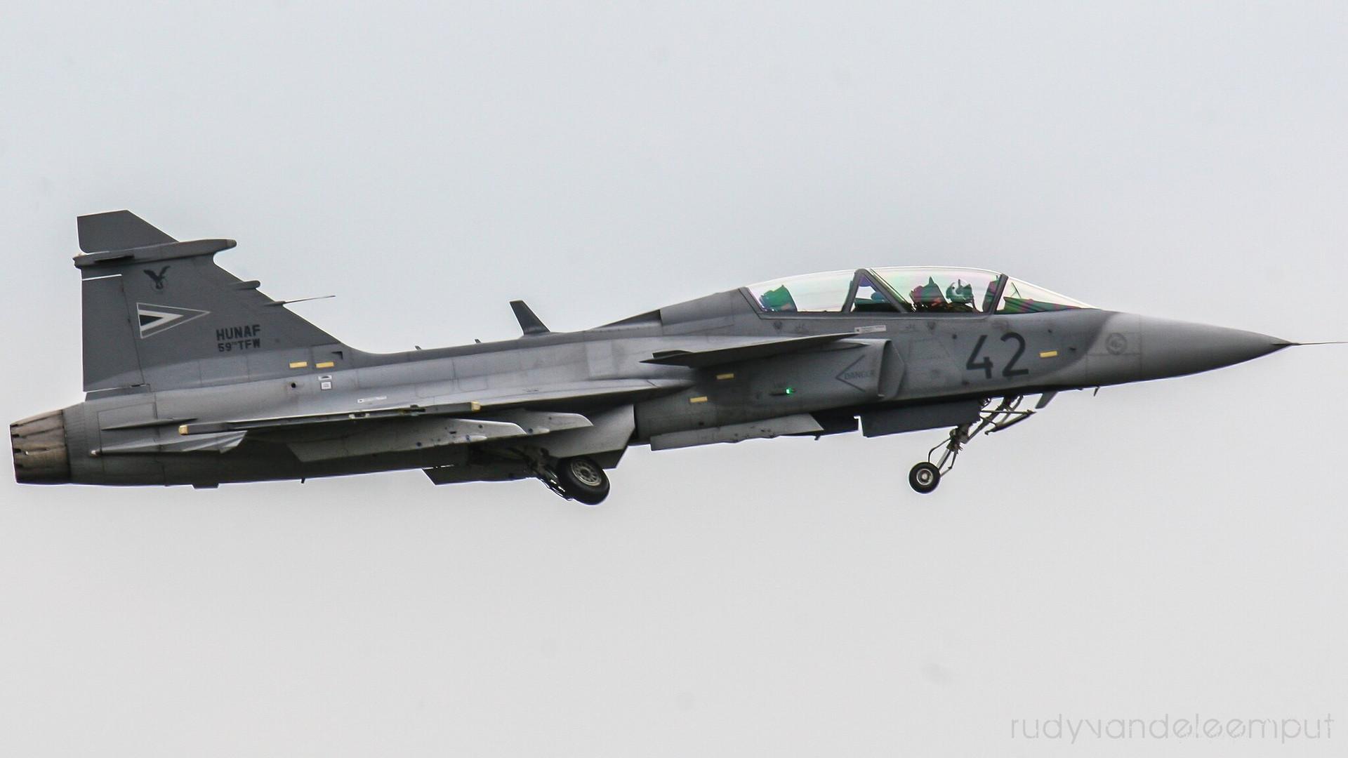 42 | SAAB JAS 39D Gripen