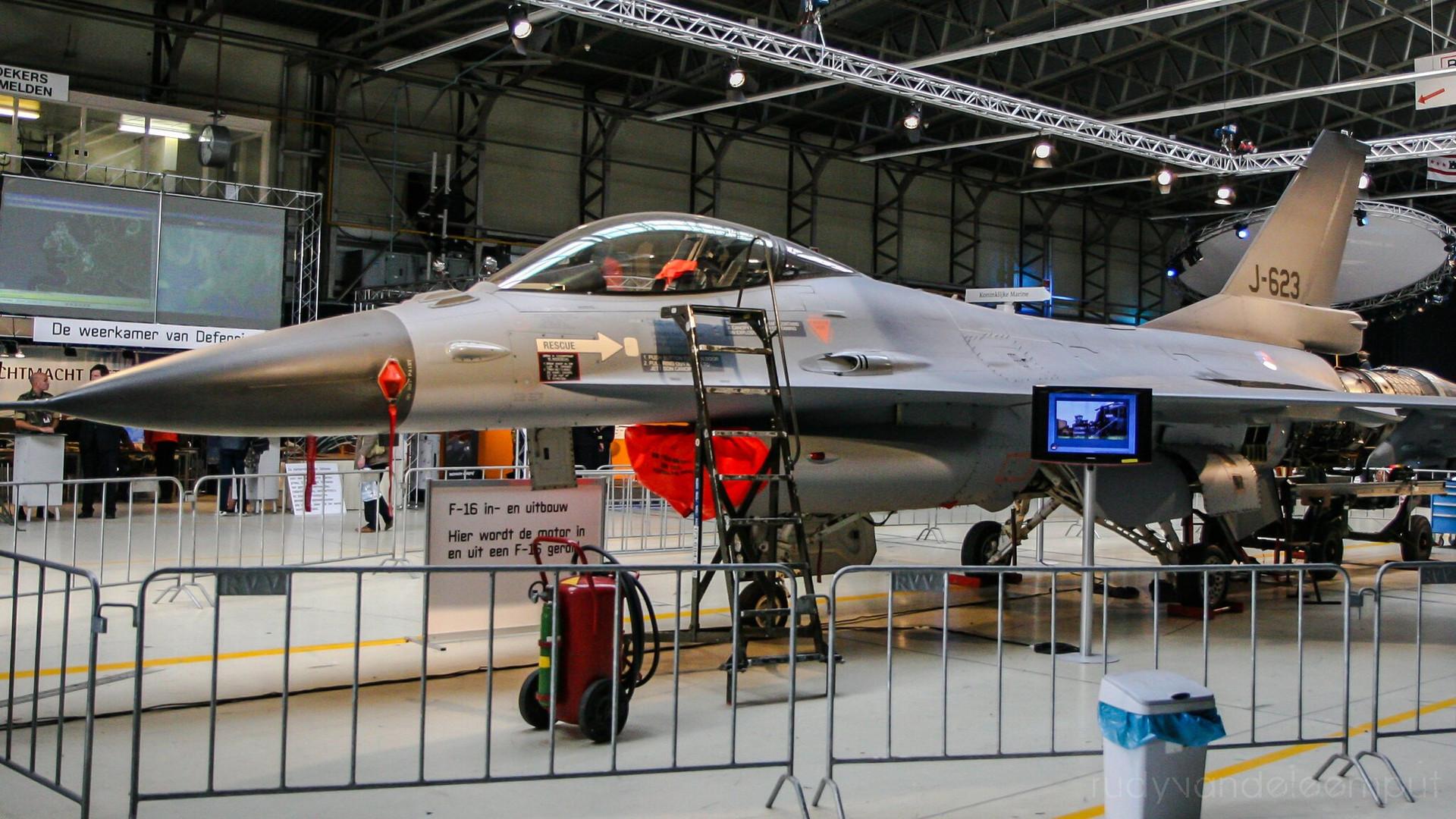 J-623   Build: 1982 - Lockheed Martin F-16 A Fighting Falcon