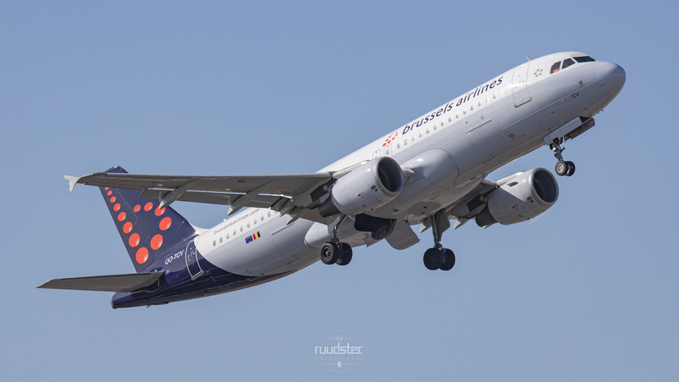 OO-TCV   Build: 2003 - Airbus A320-214