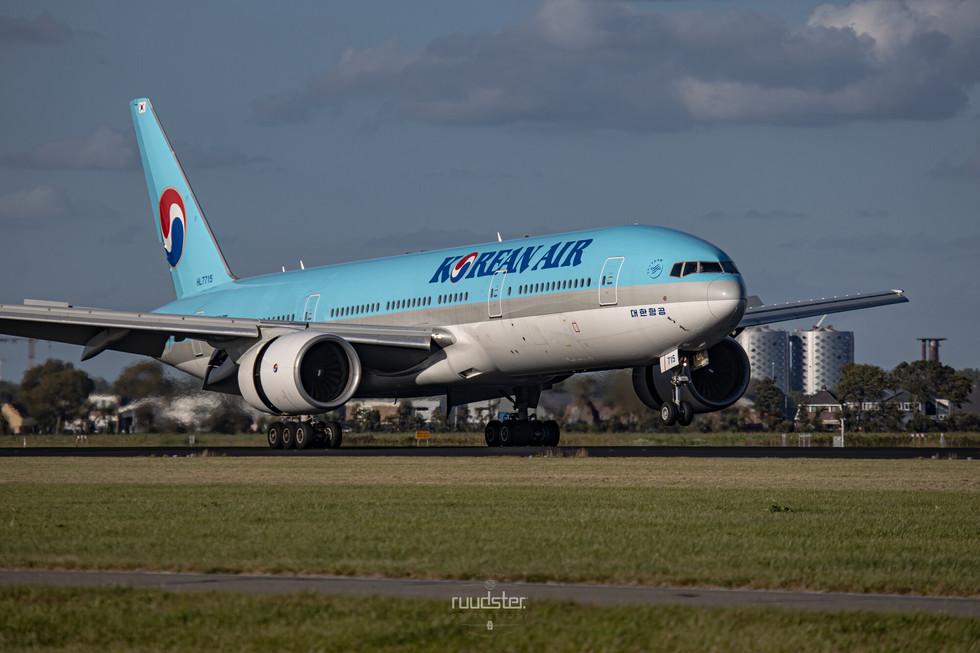 HL7715   Build: 2002 - Boeing 777-2B5