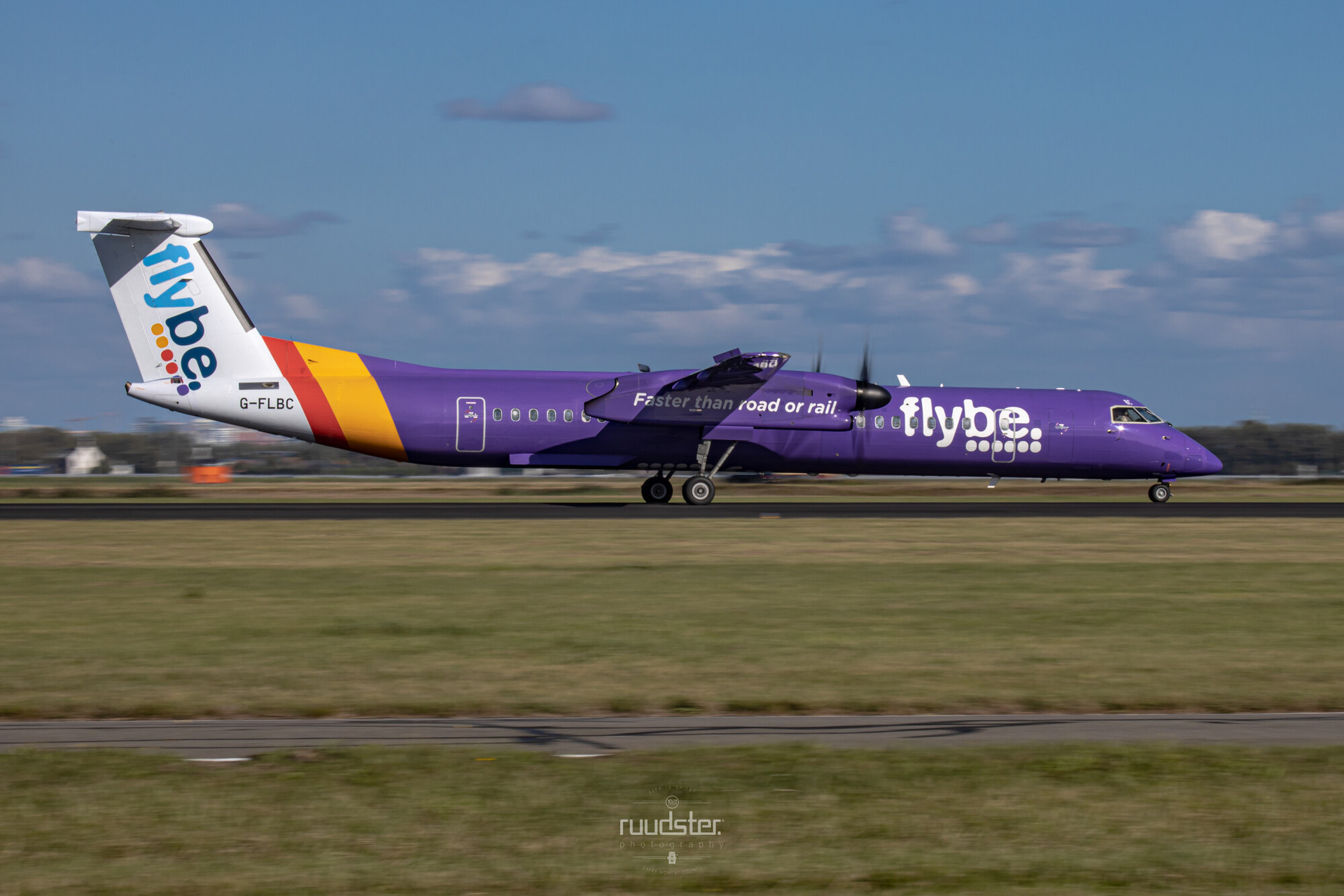 2009 | G-FLBC - Bombardier DHC 8-400
