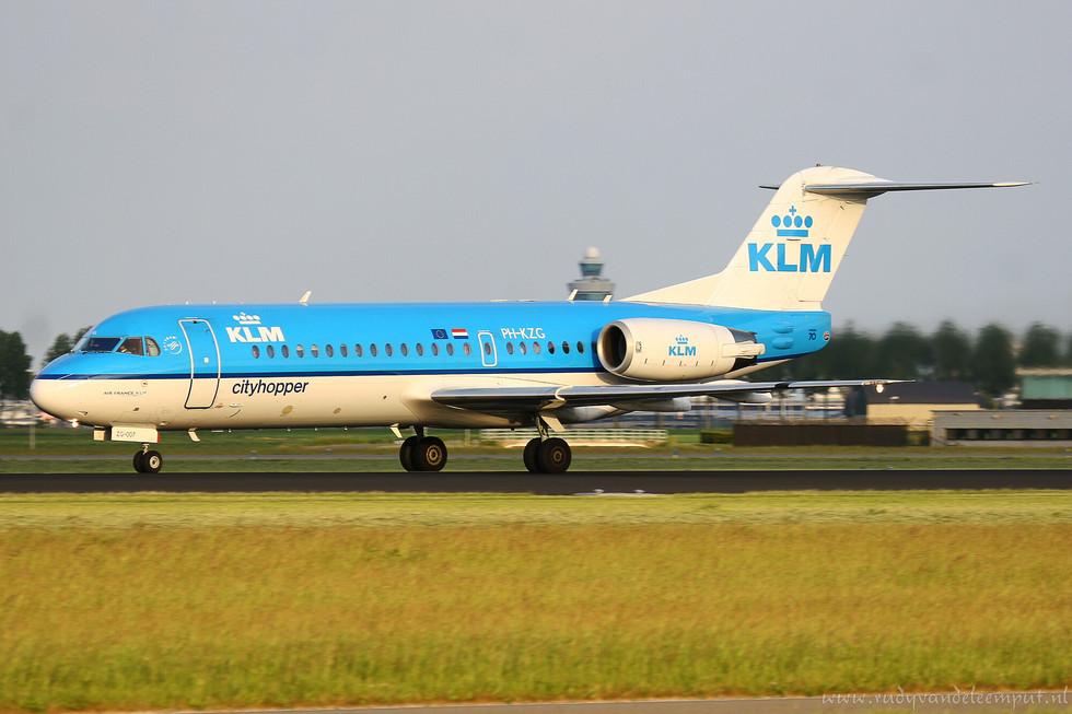 PH-KZG   Build: 1996 - Fokker F28-0070