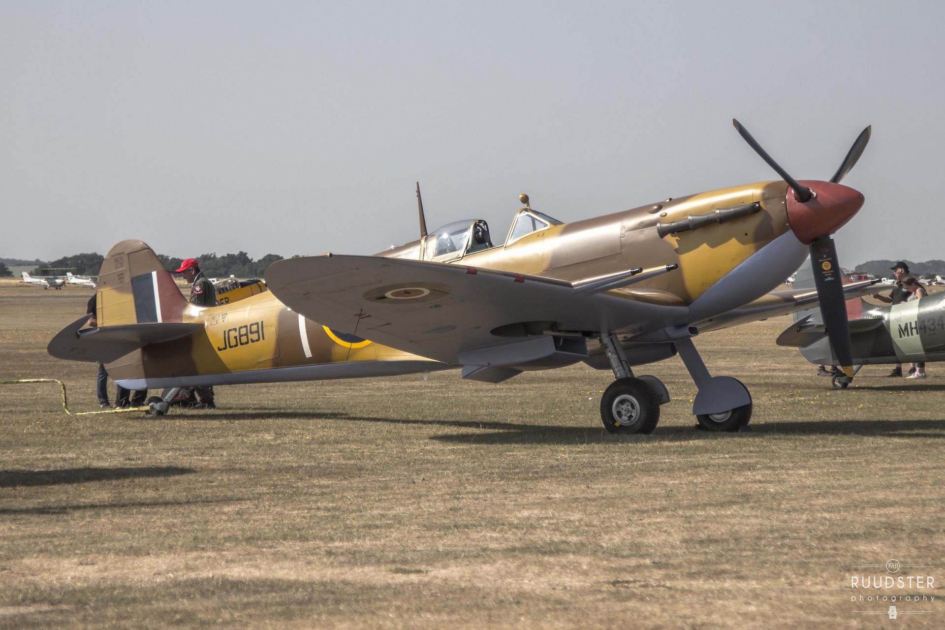JG891 / G-LFVC   Build: 1942 - Supermarine Spitfire Mk.Vc