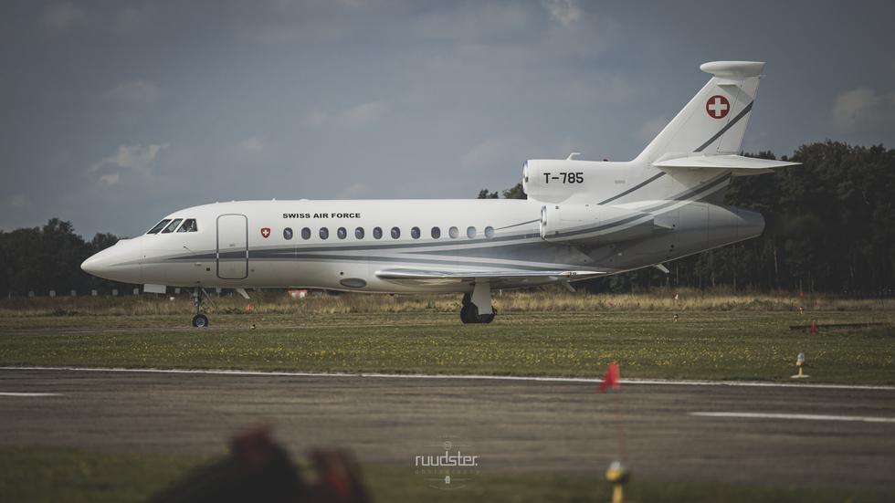 T-785   Dassault Falcon 900