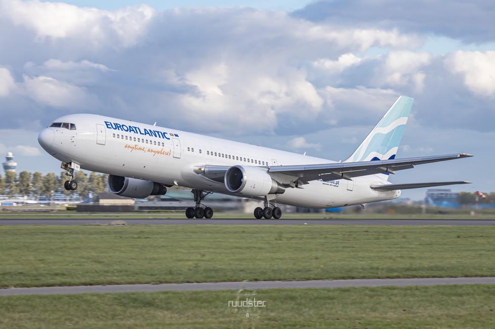 CS-TKR | Build: 2001 - Boeing 767-36NER