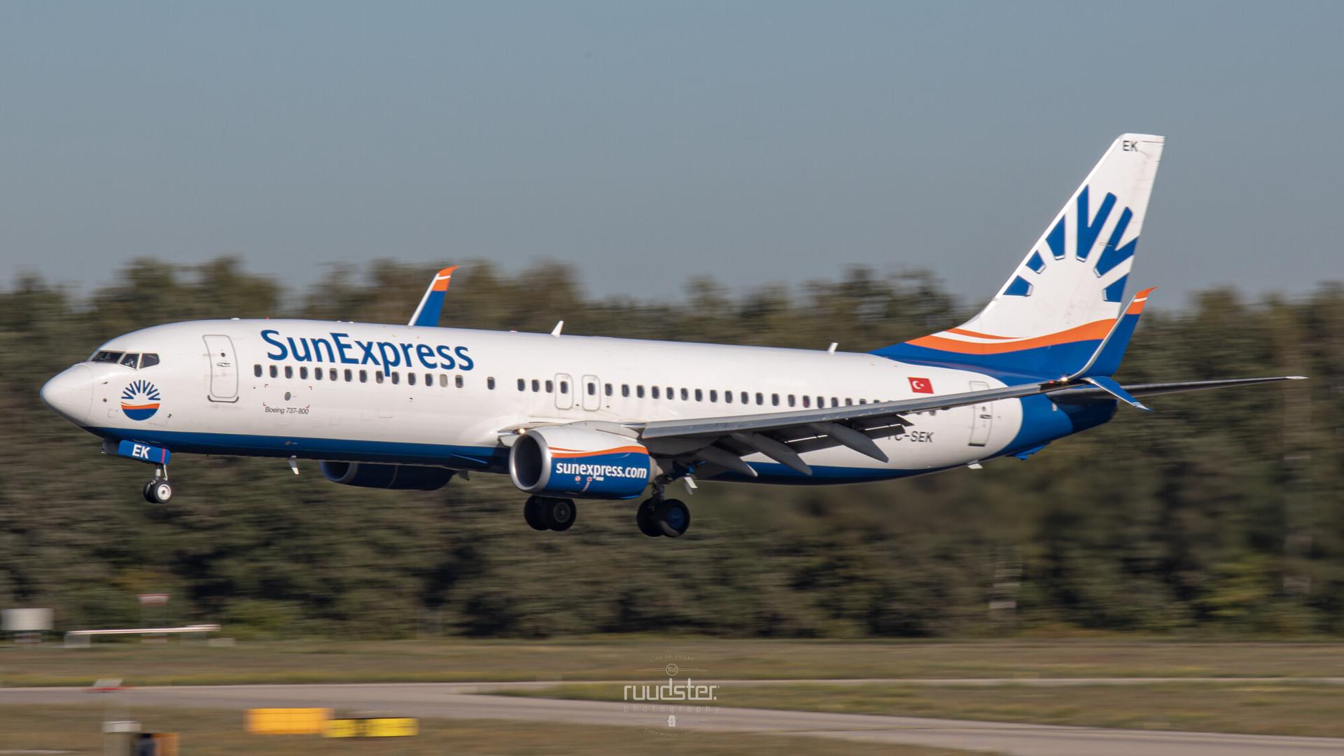 TC-SEK   Build: 2015 - Boeing 737-8HC