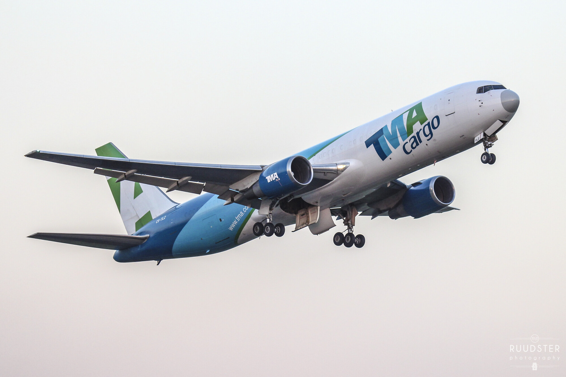 CS-TLZ | Build: 1988 - Boeing 767-375ERBDSF