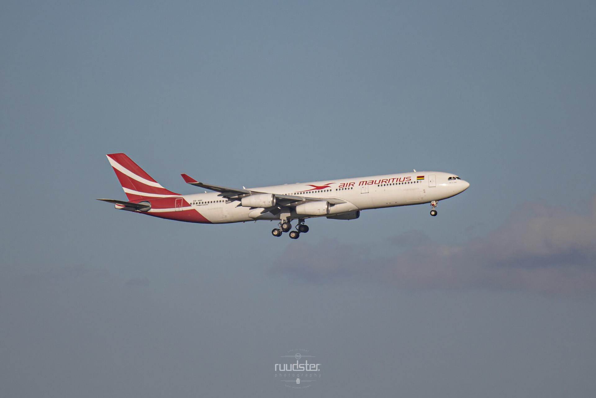 3B-NBE   Build: 1999 - Airbus A340-313X