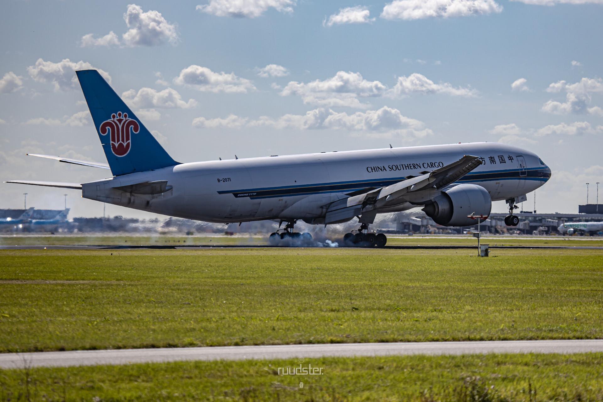 B-2071 | Build: 2010 - Boeing 777-F1B
