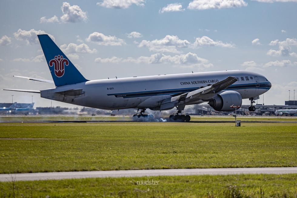 B-2071   Build: 2010 - Boeing 777-F1B