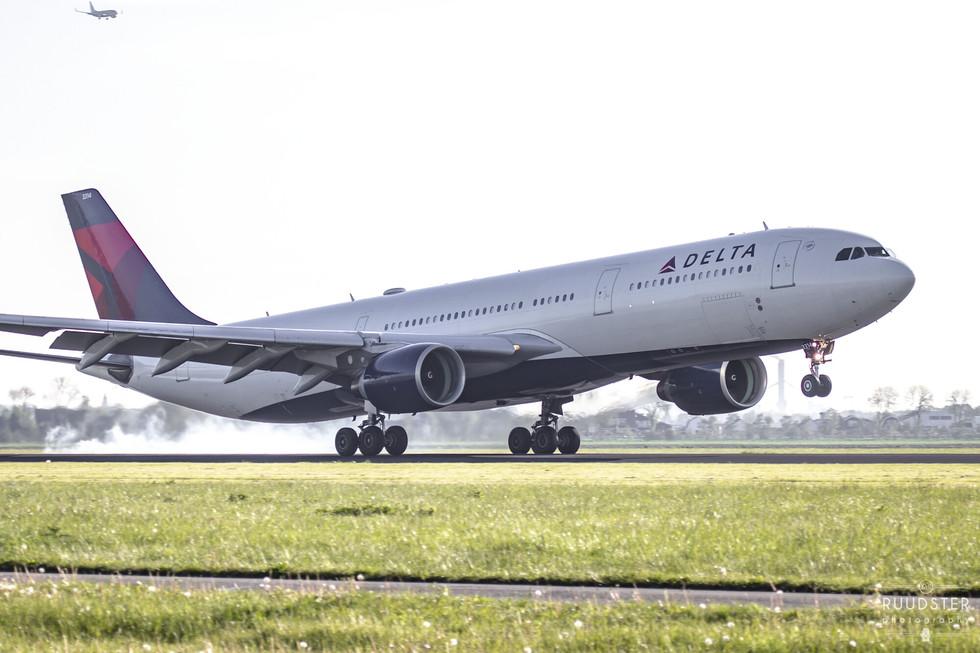 N814NW   Build: 2006 - Airbus A330-323X