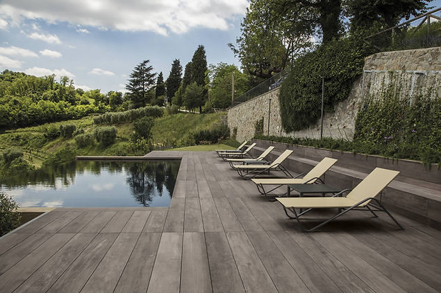 piastrelle-piscina-effetto-legno.jpg