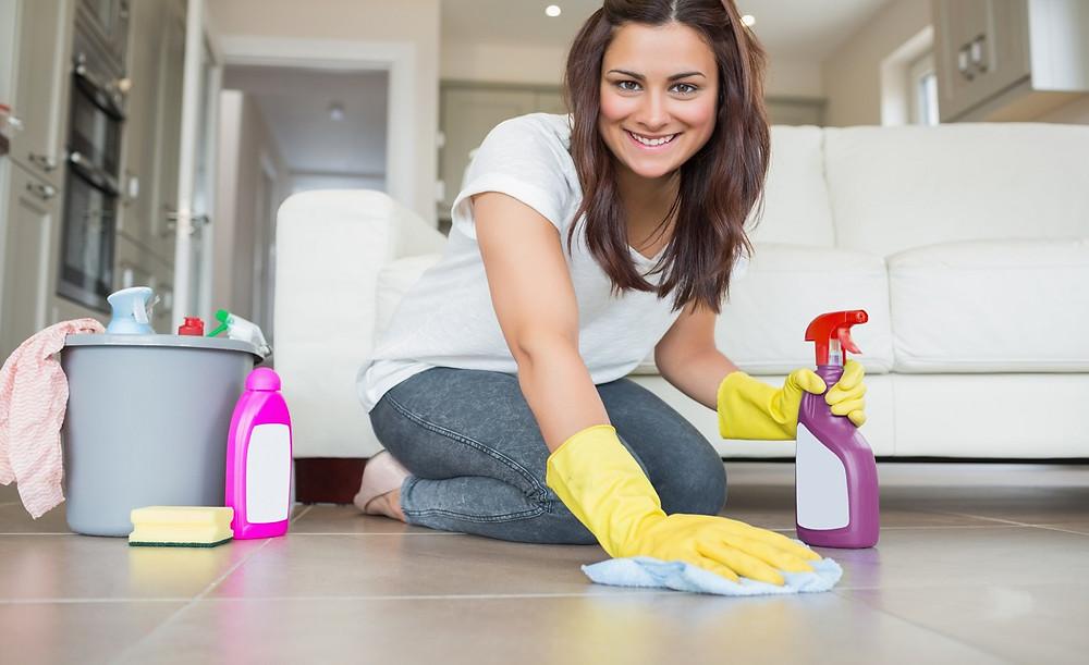 Limpiando la casa antes de ir de vacaciones.