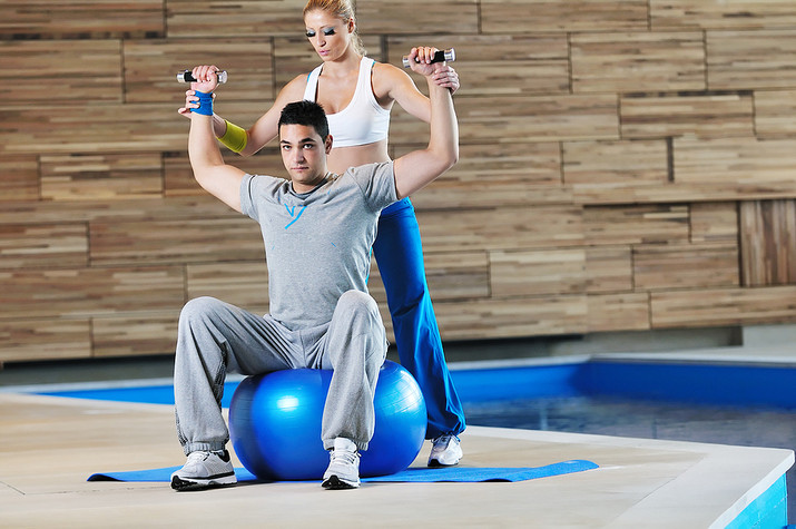 If You Want to Lose Weight, a Personal Trainer is a Waste of Time & Money