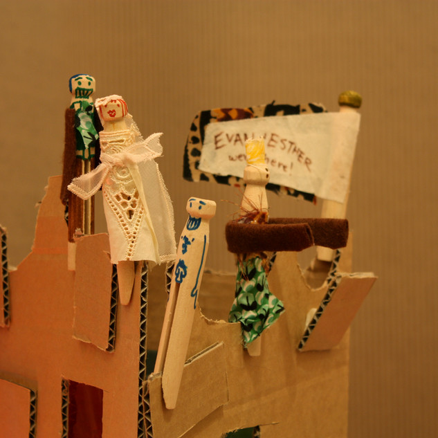 Some contributions of the public attached to the cardboard castle.