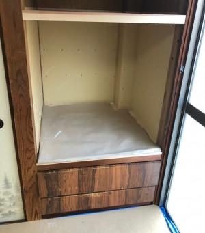 造りつけの家具を補修