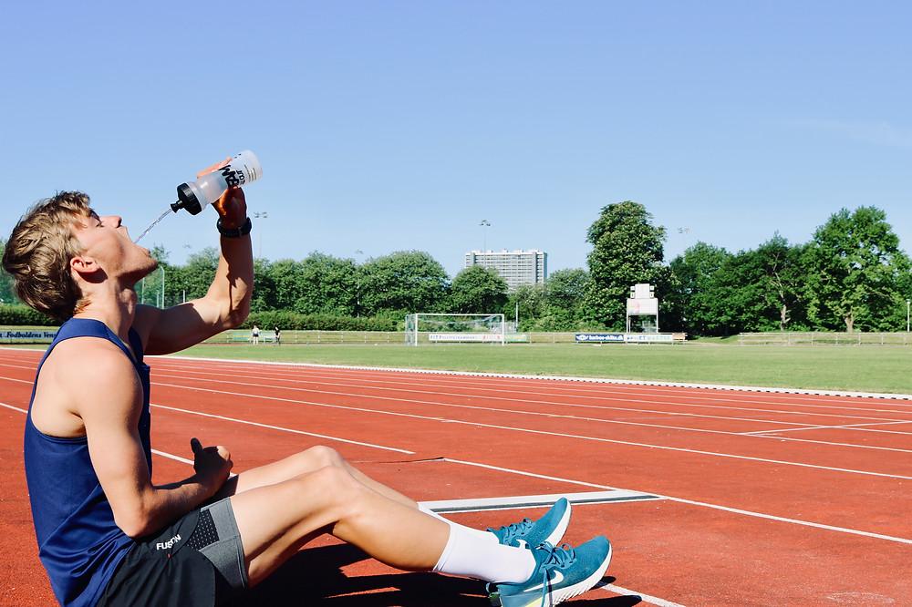 Hydration Tips for Triathlon - TeamAllOut