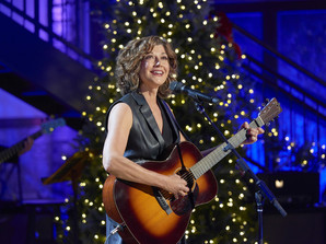 """Tune In Alert: """"Amy Grant's Tennessee Christmas – Presented By Hallmark Channel"""" To Air Dec. 3"""