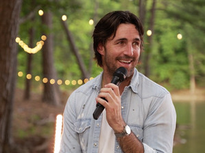 Camping World goes lakeside for a concert with Jake Owen!