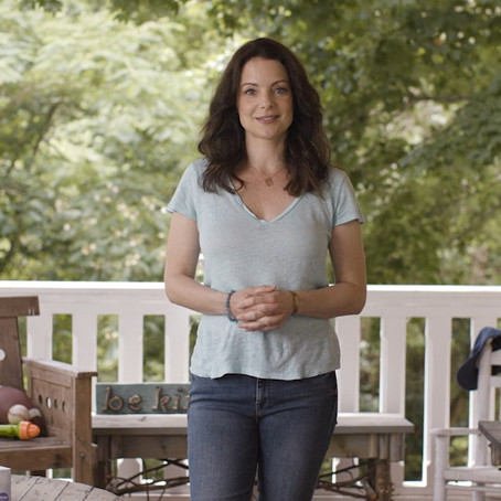 Kleenex and Kimberly Williams-Paisley Help You Get Ready for 'Back To School""