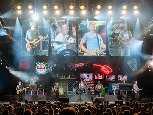 Experience Hootie & The Blowfish's Sold Out Group Theory Tour Virtually on Sessions Live